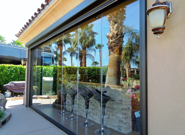 Frameless-Folding-Doors-Palm-Springs